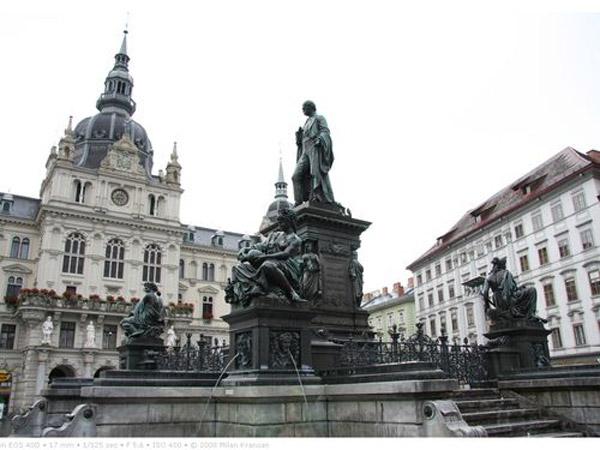 Các công trình kiến trúc của thành phố vẫn được giữ gìn nguyên vẹn cho tới ngày nay dù đã trải qua nhiều biến cố
