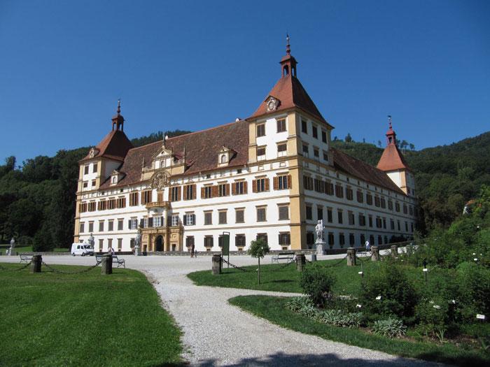 Lâu đài tiêu biểu nhất của trung tâm lịch sử Scholoss Eggenberg.