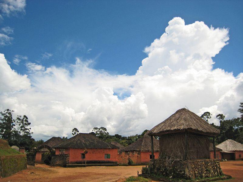 Cung điện Bafut gồm hơn 50 tòa nhà được xây dựng quanh đền thờ Achum.