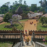 Cung điện xây bằng gạch đỏ của vị vua được thừa kế 72 người vợ từ cha