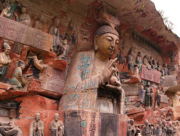 Tượng Phật tại Đại Túc được khắc theo nhiều hình dáng, kích thước khác nhau ....được coi là kho tàng nghệ thuật tượng Phật khắc đá tại Trung Quốc