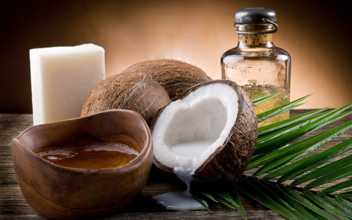 Bí quyết của những bát cơm ít calo chính là dầu dừa.