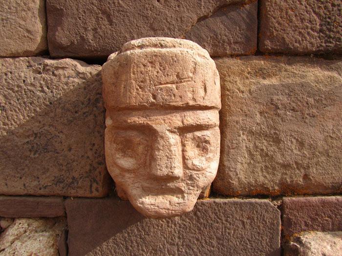 Sự thống trị của Tiwanaku bắt đầy suy giảm trong thế kỷ thứ 11 và sụp đổ vào thế kỷ 12 và lý do sụp đổ vẫn chưa được các nhà khảo cổ tìm ra.