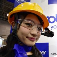 Google Glass vẫn còn đẹp mắt chán so với kính thông minh đến từ Nhật Bản