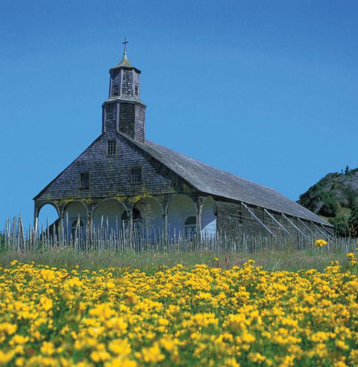 Các nhà thờ ở Chiloé là hệ thống các công trình tôn giáo được xây dựng bằng gỗ trong khoảng thời gian từ thế kỷ 17 đến thế kỷ 19.
