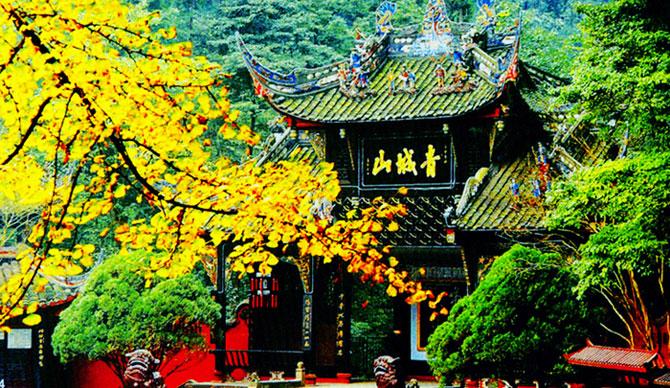 Các ngôi đền trên núi Thanh Thành có liên quan chặt chẽ với Đạo giáo, một trong những tôn giáo có ảnh hưởng lớn nhất của Trung Quốc