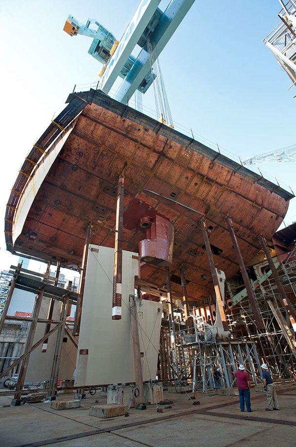 Trong quá khứ, những con tàu chiến thường được chế tạo từ dưới lên trên.