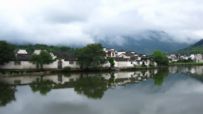 Những ngôi nhà cổ ở đây được xây hoặc liền sát nhau hoặc được xây tách rời độc lập.