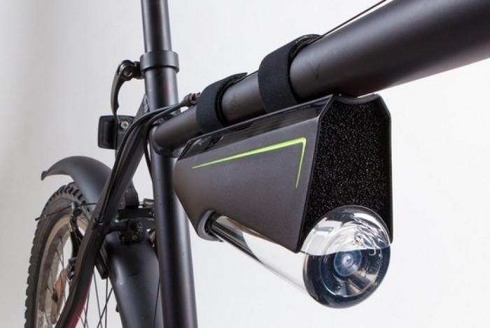 Thiết bị ngưng tụ hơi nước gắn trên xe đạp.