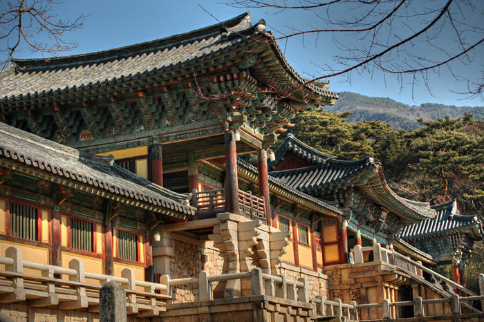 Chùa Bulguksa – Phật Quốc Tự: Ngôi chùa Phật giáo Bulguksa có niên đại từ thế kỷ thứ 8 và là ngôi chùa đẹp nhất ở đất nước này