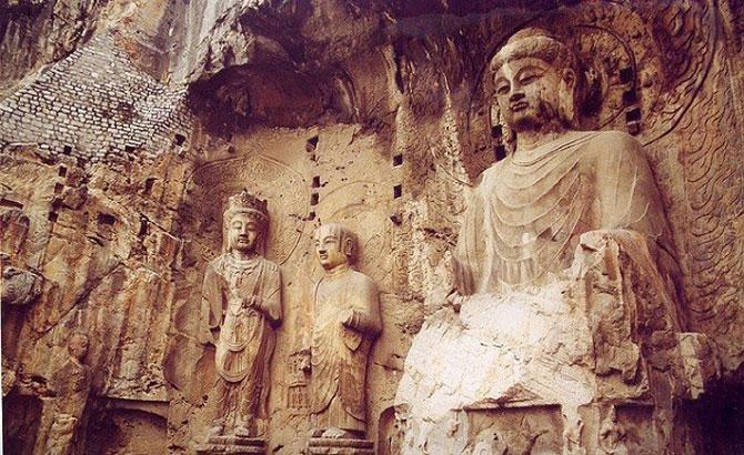 """Hang đá Long Môn là một kho báu """"cất giữ"""" số lượng lớn các tác phẩm điêu khắc Phật giáo cổ của Trung quốc."""
