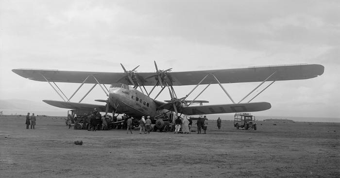 Trong hình là chiếc máy bay 2 tầng cánh Handley Page HP. 42.