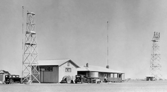 Trong hình là một hệ thống trạm Aeradio được thiết lập tại Úc để dẫn đường cho các phi công lái máy bay.