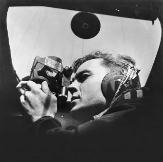 Trước chiến tranh thế giới thứ 2, việc định hướng vẫn phụ thuộc vào la bàn, kính lục phân...