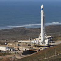 Tên lửa đẩy Falcon-9 đáp xuống dàn phóng ở biển thất bại