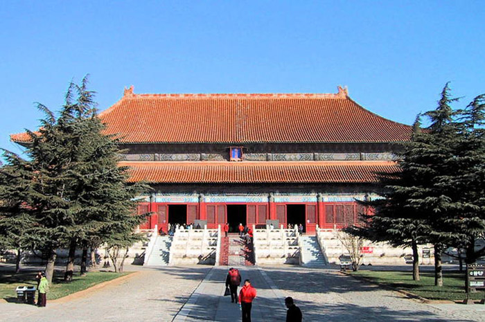 Lăng tẩm hoàng gia nhà Minh – Thanh là một quần thể các lăng tầm, mộ của các vua chúa, hoàng hậu, phi tần, công chúa... thuộc hai triều đại Minh, Thanh của Trung Quốc.