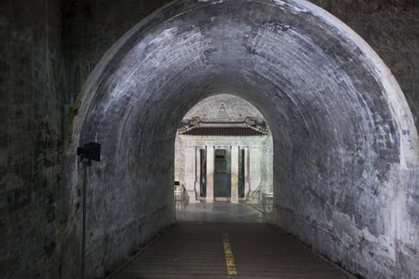 Unesco đã công nhận Lăng tẩm hoàng gia Minh – Thanh là Di sản văn hóa thế giới năm 2000.