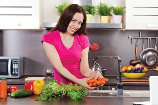 Cần chú ý trong khâu lựa chọn và chế biến thực phẩm để tránh xảy ra hiện tượng ngộ độc thực phẩm
