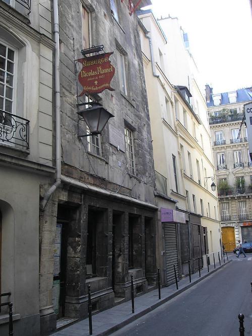 Ngôi nhà của Nicolas Flammel ở Paris.