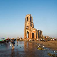 Bình minh đẹp ngỡ ngàng trên nhà thờ đổ Nam Định