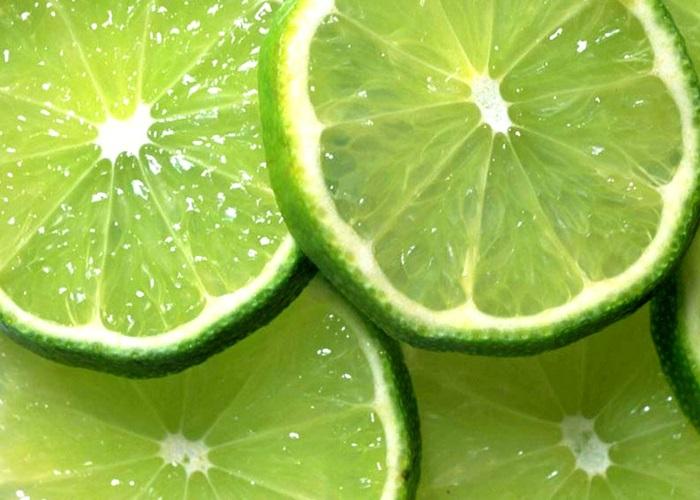 Vitamin C chỉ là một thành phần trong số các thành phần của nước chanh.