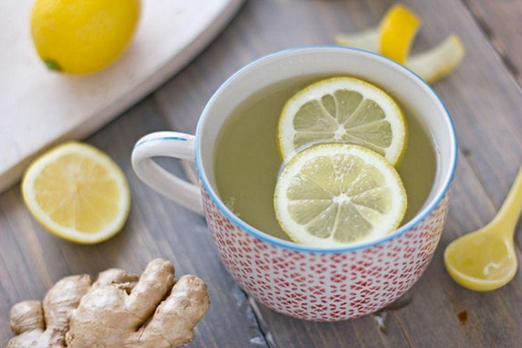 Đối với những người khó tiêu hóa, thêm một lát gừng trong nước chanh, uống khi dùng bữa sẽ giúp thúc đẩy bài tiết dịch tiêu hóa.
