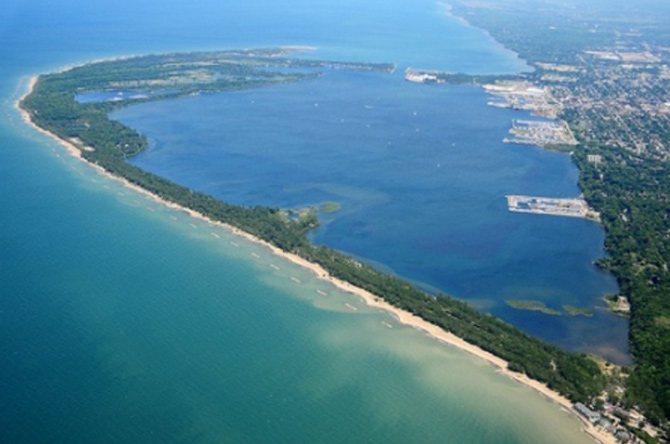 Mũi đất Kursh là một dải đất hẹp uốn cong tạo thành một bán đảo chia tách Kursh ra khỏi biển Baltic.