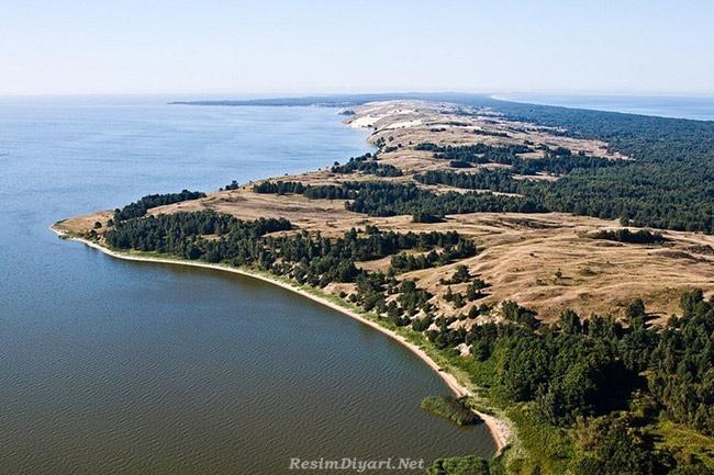 Khu vực mũi đất Kursh là nơi tắm biển lý tưởng với nhiều bãi tắm đẹp cho khách du lịch