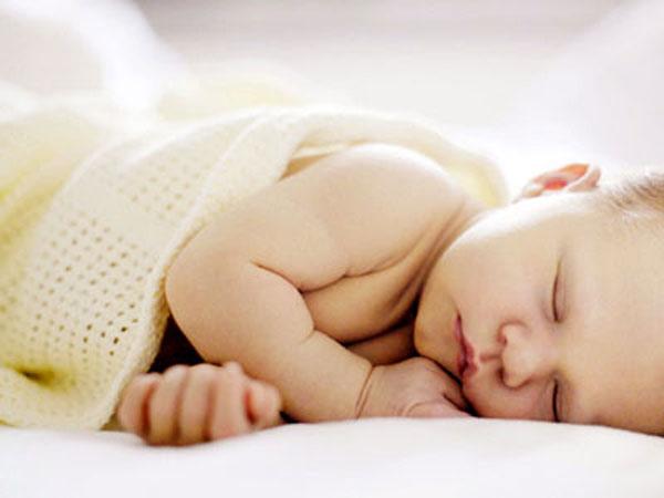 Vàng da sinh lý không ảnh hưởng đến sinh hoạt của trẻ và không gây nguy hiểm.