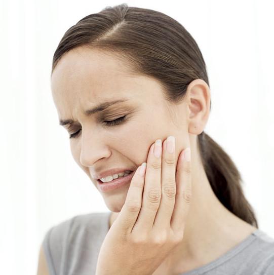 Đây đều là những nguyên liệu phổ biến trong nhà bếp mà nếu biết sử dụng chúng có thể chữa trị tạm thời cảm giác đau nhức răng giúp bạn.