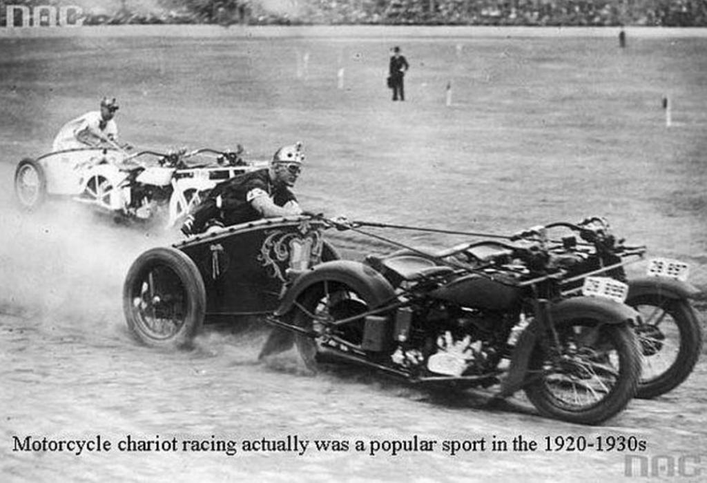 Không có ngựa đua thì ta chế xe đua, và rồi những cỗ xe máy kéo kiểu La Mã này ra đời.