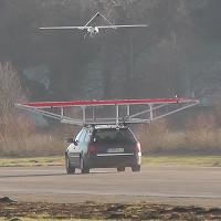 Xem máy bay không người lái đáp tự động trên xe hơi