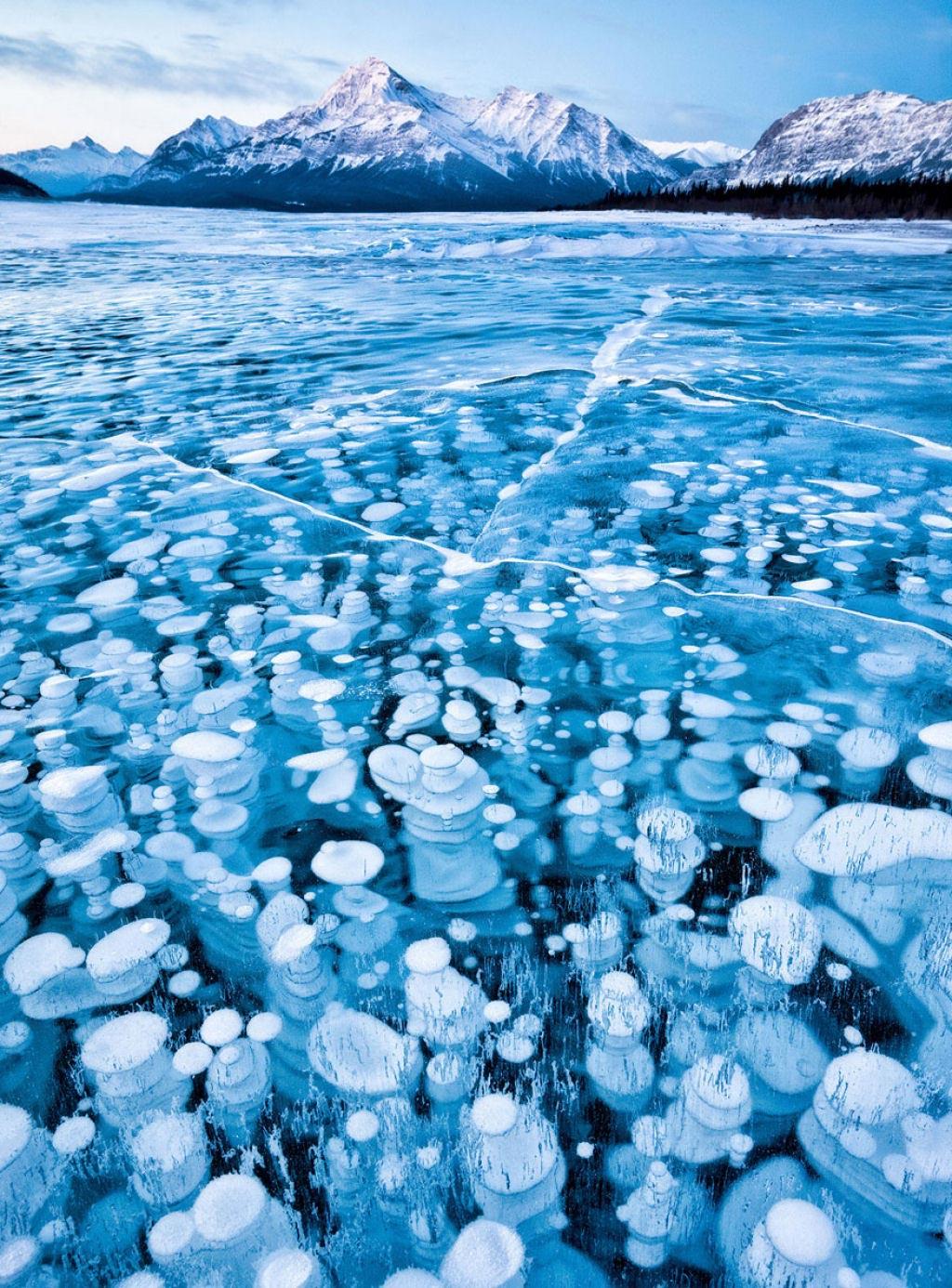 Hồ McDonald ở Montana (Mỹ) và hồ Abraham ở Canada.