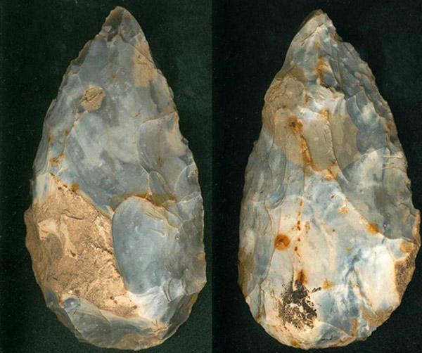 UNESCO đã công nhận các mỏ đá lửa thời đồ đá mới của Spiennes của Vương quốc Bỉ là Di sản văn hóa năm 2000.