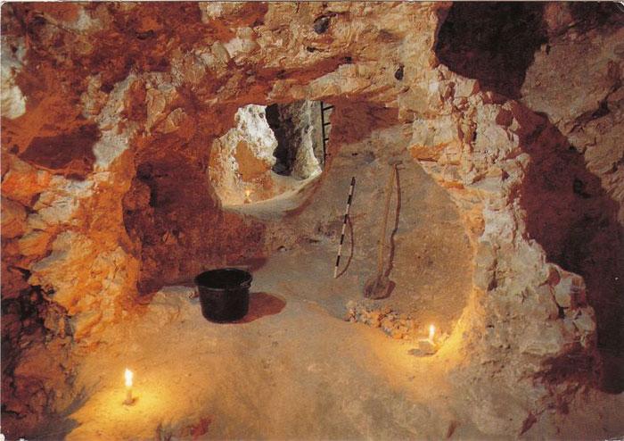 Mặc dù đã có các báo cáo gửi tới Viện Hàn lâm Hoàng gia Bỉ nhưng mãi đến năm 1912, khu vực mỏ đá mới được tiến hành khai quật và nghiên cứu.