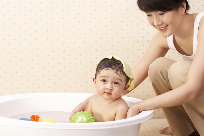Tắm nước lá, trẻ bị nhiễm trùng máu.