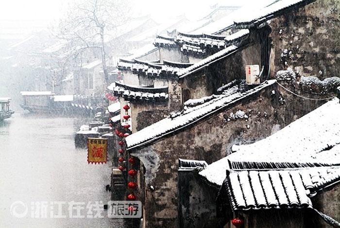 Những ngôi nhà cổ ở Chiết Giang được phủ một lớp tuyết tạo vẻ lãng mạn, cổ kính