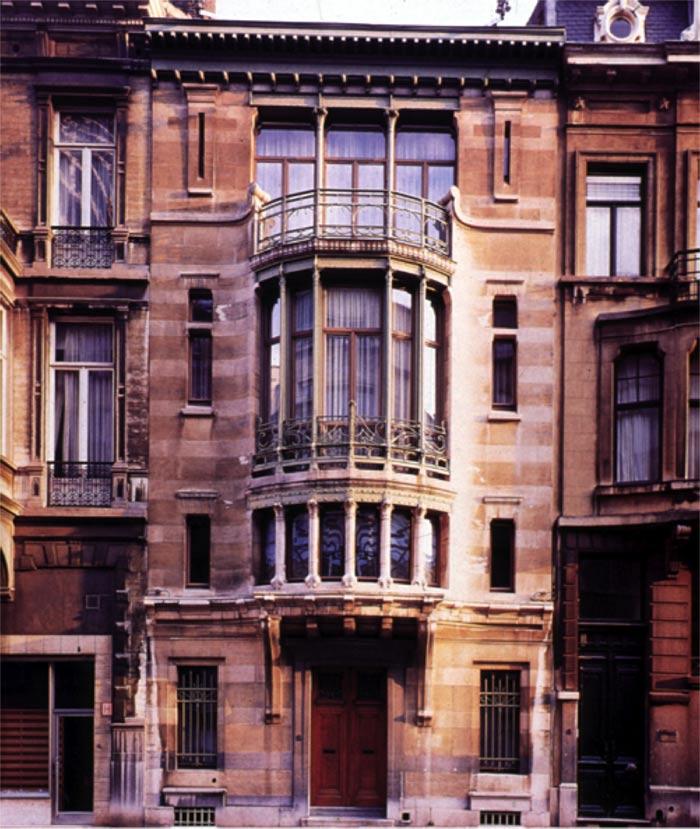 Đây được coi là công trình đầu tiên được xây dựng theo phong cách nghệ thuật mới Art Nouveau.