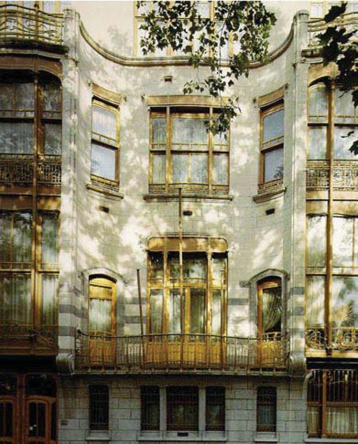 Hotel Solvay là công trình nằm tại số 223 đường Louise, công trình này được xây dựng theo yêu cầu của Armand Solvay