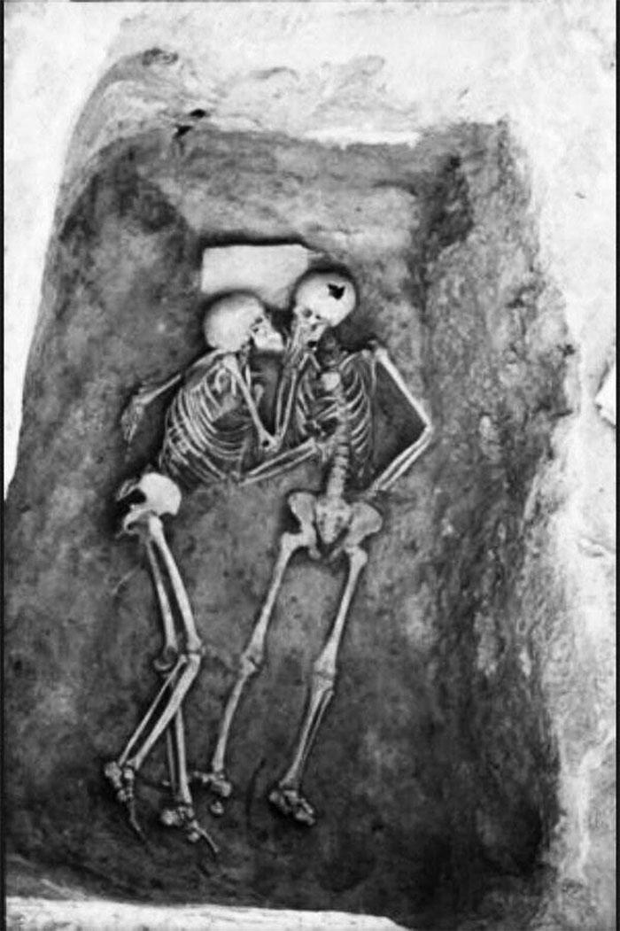 Nụ hôn đã kéo dài 2800 năm!