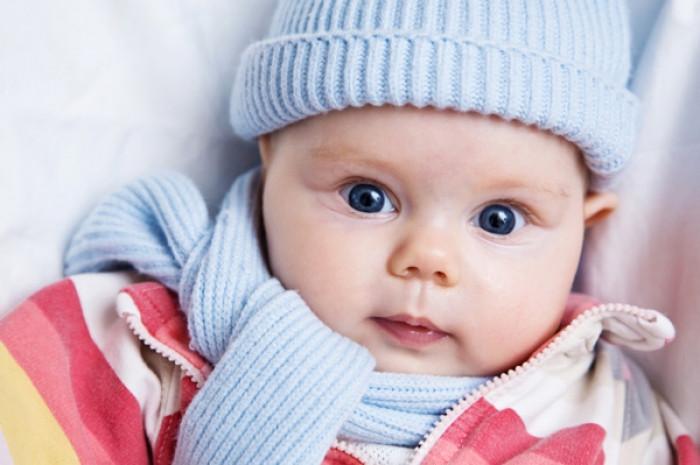 Cho bé đủ ấm để bảo vệ sức khỏe.