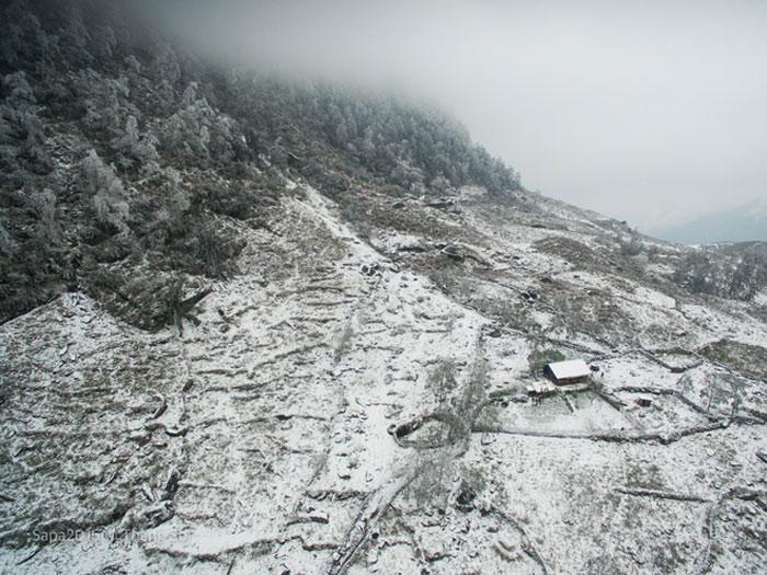 """Một góc """"lặng lẽ Sa Pa"""" vì không có hình ảnh của các đoàn du khách mà chỉ có lác đác nhà dân nằm lẻ loi trên các sườn núi."""