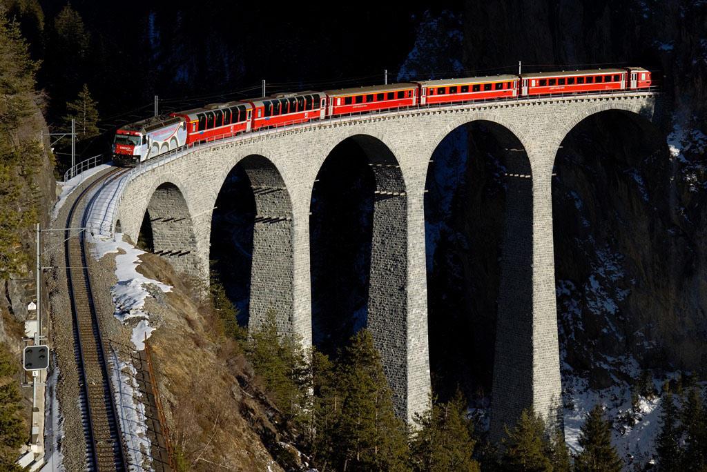 Landwasser Viaduct - cây cầu đường sắt qua sông Landwasser ở Thụy Sĩ.