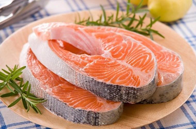 Để tránh vi khuẩn và ký sinh trùng bạn nên nấu chín cá trước khi ăn