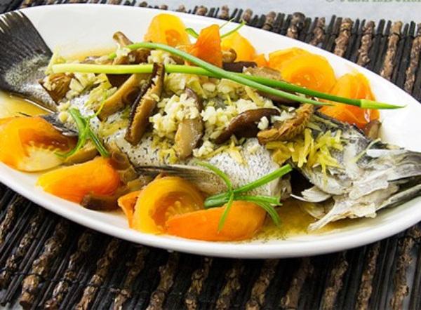 Nên dùng cá hấp hoặc cá luộc để bảo toàn chất dinh dưỡng bên trong