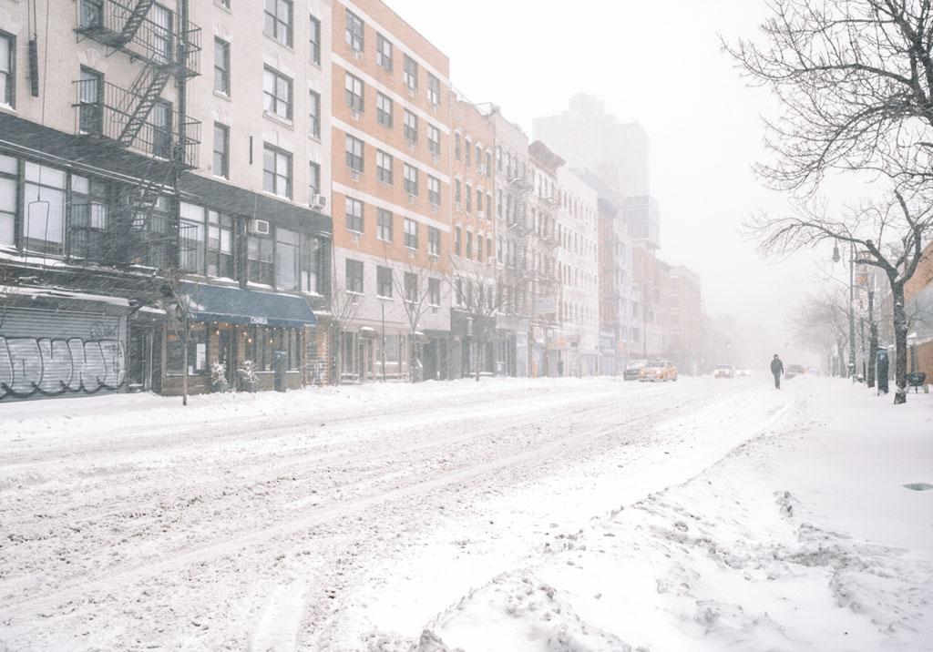 New York đối với cô là một chốn không tên. Vừa có cảm giác lạc lõng lại mang tính thân thuộc như mái nhà.