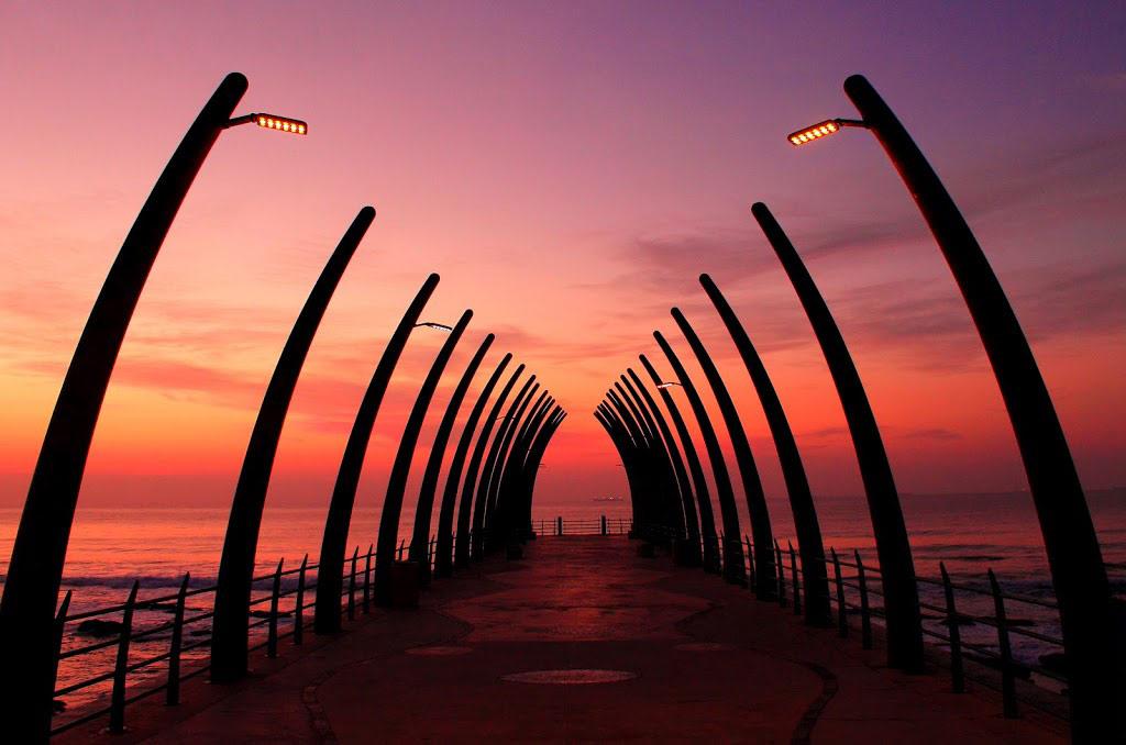 Cầu cảng của thị trấn nghỉ dưỡng Umhlanga khá ngắn, với thiết kế nhìn như xương lồng ngực của một động vật lớn. CNN từng đánh giá đây là một trong những cầu cảng đẹp nhất thế giới.