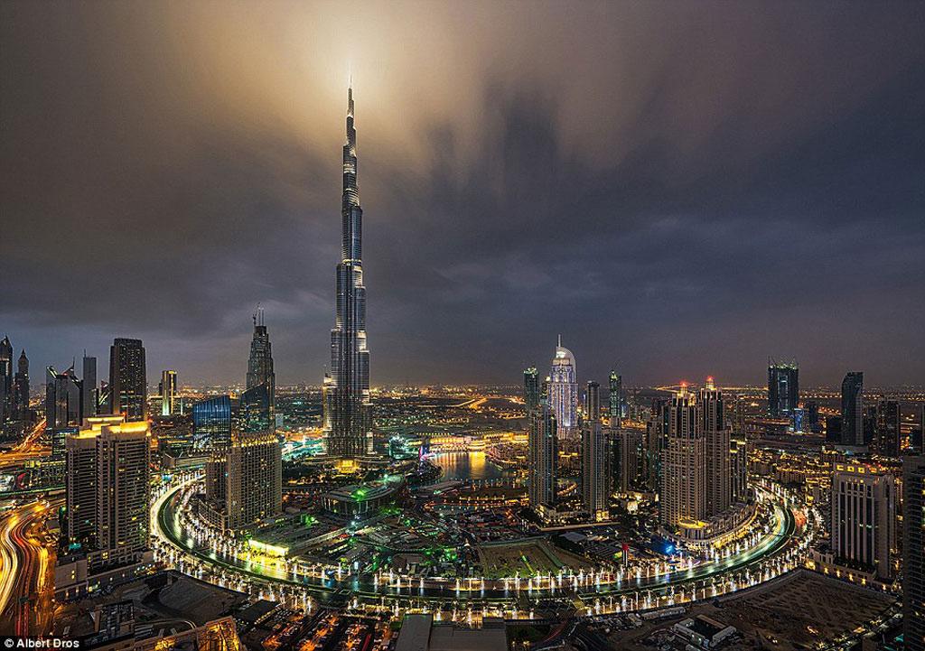 Tháp Khalifa giống như một công trình của phim viễn tưởng.