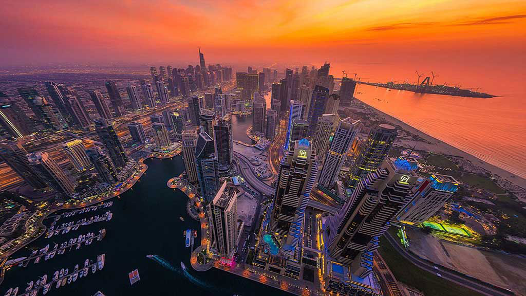 Các tòa cao ốc ở khu vực trung tâm của Dubai, và còn có nhiều công trình đang tiếp tục được xây dựng.