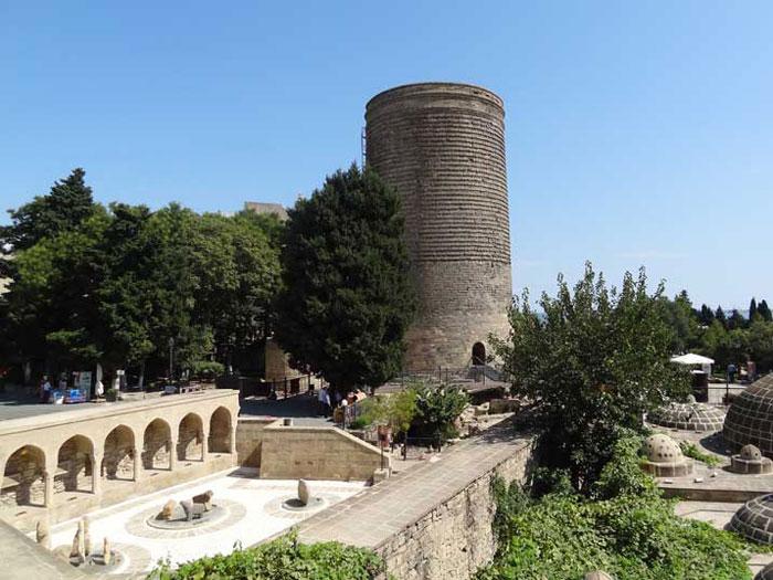 Baku là thành phố có sự kết hợp tinh tế giữa cổ điển và hiện đại.
